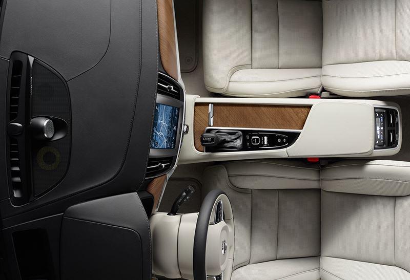 Volvo S90 kokpit kierowcy