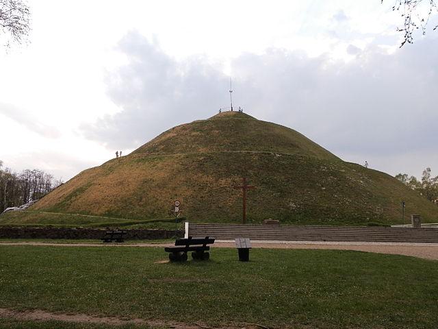 640px-Piłsudski_Mound